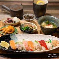 夕飯/おうちごはん 《今日の夕飯》  ✴︎お寿司 ✴︎豚肉と…