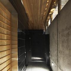玄関アプローチ 玄関の明るさと広さを演出するため玄関アプ…