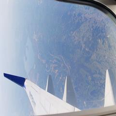 飛行機の窓/おでかけワンショット 飛行機からの1枚。空からはとても広い。