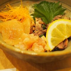 鳥肉/晩御飯/ディナー/燻製/生ハム/肉/... 鳥の燻製生ハムとタタキなどをいただきまし…