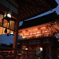 神社/夜/はじめてフォト投稿/赤/灯火/背景/... 神秘的な神社