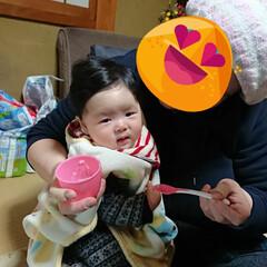 5ヶ月/離乳食デビュー 離乳食デビューしました🥄🎶 『なんだこれ…(2枚目)