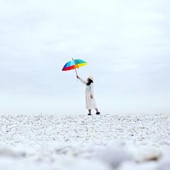 マーブルビーチ/レインボー傘/あなたの傘になる/雨の日/晴れの日が来るよ/おでかけワンショット 最近雨の日が続いている あなたの心も ど…