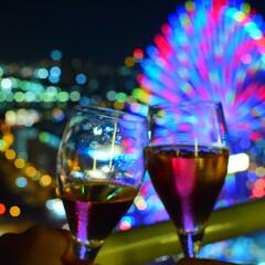 みなとみらい/横浜/夜景/お酒/乾杯/はじめてフォト投稿 みなとみらいの夜景に乾杯。