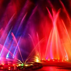 イルミネーション/噴水ショー/朱色 噴水ショーを撮影しました。