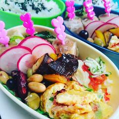 おうちごはん/家ご飯/お弁当/愛情/大穴/双子/... お弁当でも野菜をたくさん食べさせたい✨味…