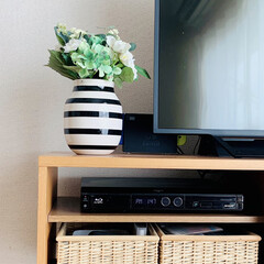 ケーラー Kahler オマジオ ベース Lサイズ 305mm シルバー(花瓶、花器)を使ったクチコミ「テレビボード上の見せたくない物は、フレー…」