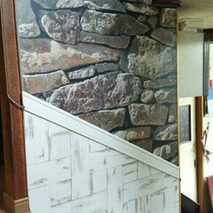 DIY/壁紙/階段/腰板風/コードカバー 階段の壁紙貼りPart2 腰板風にホワイ…