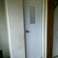 クッションレンガ/ドア/DIY/寒さ対策/浴室 お風呂のドアにクッションレンガシートを貼…