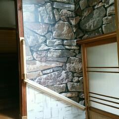 DIY/手すり/壁紙/腰板風/階段 階段の壁紙貼り後 手すりをつけたら、高齢…