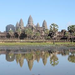 カンボジア/アンコールワット/世界遺産/青空/水面/アジア/... カンボジア アンコールワット