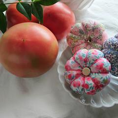 羊毛ピンクッション/羊毛/リバティプリント/リバティ/手縫い/手仕事/... 我が家産トマトと、我が家産ピンクッション…