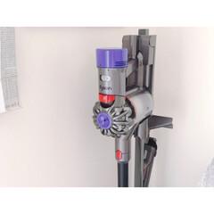 ダイソン Dyson V8 Fluffy Extra サイクロン式 コードレス掃除機 dyson SV10 FF EX(掃除機)を使ったクチコミ「コードレス掃除機にしてから とても掃除が…」