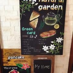 リビング/green cocoチョークアート🍀/ハワイアンパンケーキ🥞/カフェ看板/チョークアート/LIMIA/... リビングの一角にカフェ看板☕️🥞🍹 チョ…