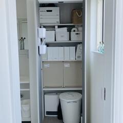 ミシン収納/トイレットペーパー収納/クローゼット/生活の知恵/収納/納戸収納/... 一階のトイレ横の収納でございます。  ふ…