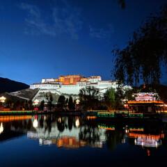 おでかけワンショット/ポタラ宮/チベット/ラサ ライトアップされたポタラ宮(チベット・ラ…