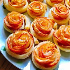 わたしのごはん/りんご/バラ/母の日 母の日にバラのアップルパイ作りました🍎