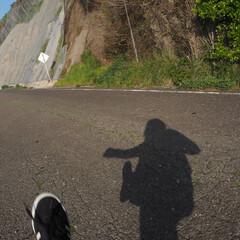 お出かけワンショット/お散歩/海端/陰/カメラ女子/離島/... 小石を蹴りながらのお散歩