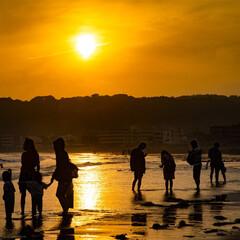 江ノ島/海/砂浜/夕日/おでかけワンショット 忙しない春が終わり、暖かくなった5月の …