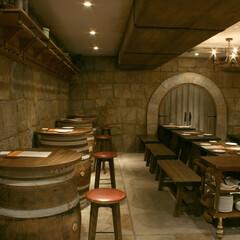 エイジング/古材/石積 ヨーロッパ中世のお城の地下にあるワイン庫…