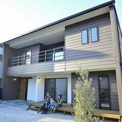 吹き抜けのある家/お庭/オリーブの木/ウッドデッキ/ガルバリウムの家/注文住宅/... 3年前に建てた念願のマイホーム❤️ 素材…