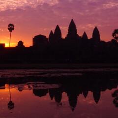 アンコールワット/カンボジア/遺跡/かっこいい/わたしのお気に入り アンコールワットに日が昇る。 #わたしの…