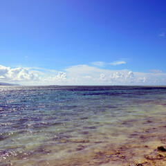 コバルトブルー/青い海/水平線/沖縄/南西諸島/竹富島/... 沖縄県の石垣島を代表する南西諸島の竹富島…