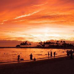 ハワイ/夕暮れ/旅行/海外旅行/オアフ島/夕日/... ハワイ オアフ島のワイキキビーチの夕暮れ…(1枚目)