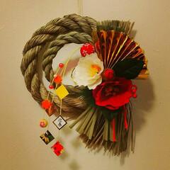 リメイク/ダイソー 正月 お飾り 造花 椿 ダイソーの商品5点使ってアレンジしたお飾…(1枚目)
