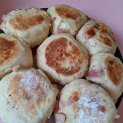 チーズinパン/ベーコン/パン/フライパン料理 フライパンでちぎりパン。ベーコンパンを作…