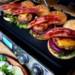 おうちごはん/手作り/休日ランチ/ハンバーガー/料理/ランチ/... 別アングルも何枚か♥️ 外は寒いけどおう…