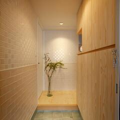 タイル/名古屋モザイク 玄関のたたきと壁は、タイルを組み合わせて…