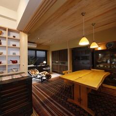和風/モダン/骨董/自然素材/無垢/断熱/... お持ちの骨董家具と調和する無垢の杉材を使…