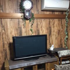 癒しの空間/断捨離/ルィヴィトン風/部屋作り/部屋のレイアウト/茶色が好き/... キッチン隣の部屋。木目調の壁紙がお気に入…