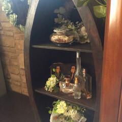 ブラウンインテリア/ブラウンコーデ/ポプリ器/香水瓶/おしゃれ収納/キッチン収納/... キッチンの一角に、お気に入りの香水達を集…