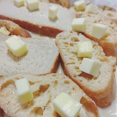 おうちカフェ/フレンチトースト 半日以上卵液に漬け込んでバターを散らばせ…
