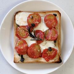 イッタラ マルゲリータピザトースト(1枚目)