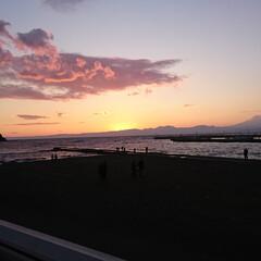 みんなにおすすめ 江ノ島から見た夕日です! しっかりと富士…