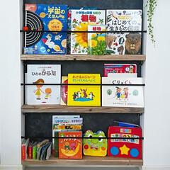 ペンキ/woodPro/足場板/絵本棚/イマジンウォールペイント/壁ペイント/... 足場板で絵本棚DIY。 ステンレスバーは…