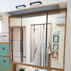 洗面所インテリア/洗面台リメイク/洗面台/洗面所/DIY/100均/... 洗面台の鏡のフチ、グレーだったところを何…