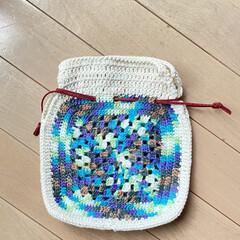 巾着/いろんな色/グラデーション毛糸/かぎ針編み/モチーフ編み/ハンドメイド モチーフ編みで巾着作ってみました。 柄の…(2枚目)