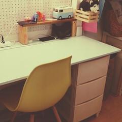 イームズチェア/手作りベッド/子供部屋インテリア/子供部屋/マンションインテリア/マンション/... 中に入ると、折りたたみ式のデスク。 友達…