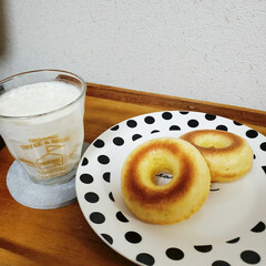 ヘルシー/バナナジュース/お豆腐/焼きドーナツ/おうちごはん/暮らし 今日のランチは、娘がお豆腐焼きドーナツ🍩…