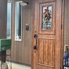 DAISO/クリスマススワッグ#手作り#100均 玄関にクリスマススワッグ飾ってみました🎄…
