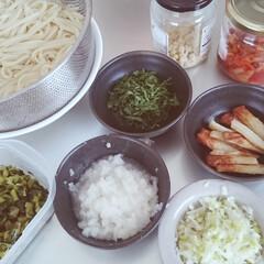 お昼作り/おうち時間を楽しむ/楽家事/キッチン/冷蔵庫/麺のトッピング 毎日毎日のお昼作り。 麺類は飽きないよう…