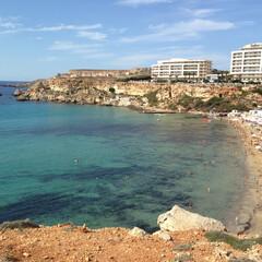 マルタ/ビーチ/はじめてフォト投稿 ゴールデンビーチはアクティビティも多く賑…