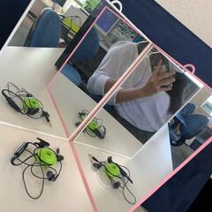 コード隠し/コード収納/ケーブル収納/コード収納に困る/コードをスッキリ イヤホンコードをまとめました。鏡を使って…