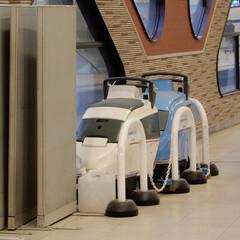 掃除グッズ 新宿駅にある車両の形をしたお掃除用品があ…