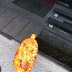 こんがりグルメ 岐阜で食べた五平餅です。 味噌が甘くてお…