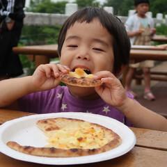 こんがりグルメ 牧場でピザ作り体験をしました 目の前で石…